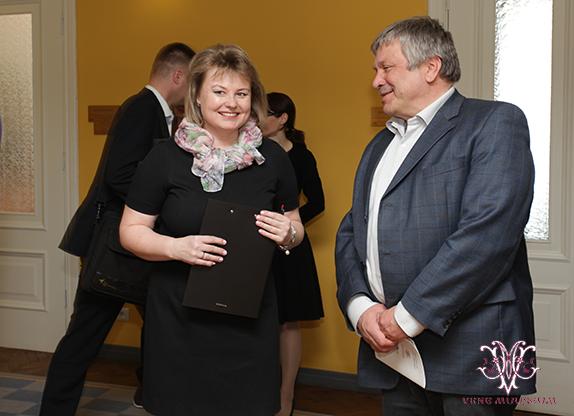 MTÜ Vene Muuseumi juhatuse liige Irina Budrik ning Aimar Altosaar (Vabaerakond)